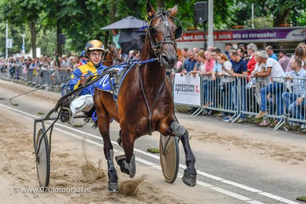 Paardenmarkt en kortebaandraverij in Voorschoten